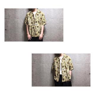 [used]yellow art design rayon shirt.(シャツ)