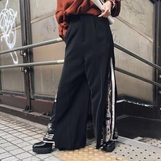 アメリヴィンテージ(Ameri VINTAGE)のAmeri【新品】スカーフレイヤード ワイドパンツ(カジュアルパンツ)