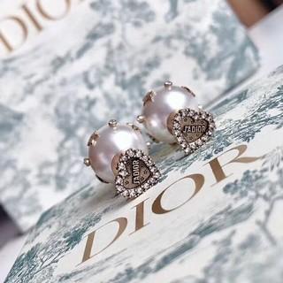 ディオール(Dior)のDIORハート形真珠スタッドピアス(ピアス)