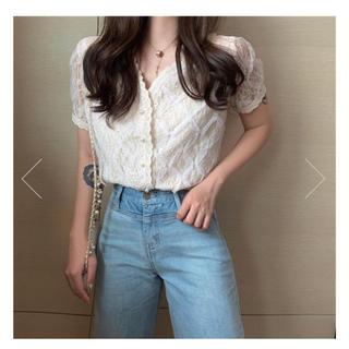 Lily Brown - 韓国ファッション  17Kg  イチナナキログラム Vネックレースシャツ