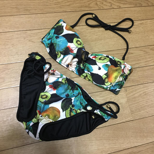 MURUA(ムルーア)のフルーツ柄 バンドゥ ビキニ 水着 swimmer EMODA rienda  レディースの水着/浴衣(水着)の商品写真