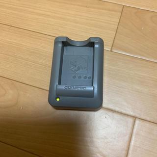 オリンパス(OLYMPUS)のオリンパス 充電器(バッテリー/充電器)