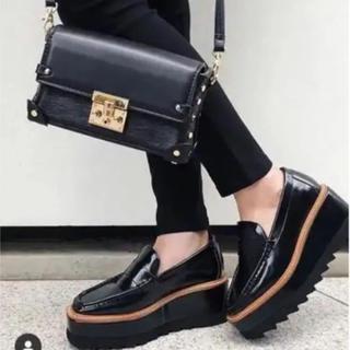 アンビー(ENVYM)の厚底ローファー(ローファー/革靴)