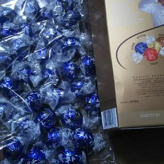 リンツ(Lindt)のリンドールチョコ(菓子/デザート)