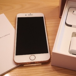 アイフォーン(iPhone)の送料込新品iphone8シムロック解除済ゴールドピンク(スマートフォン本体)