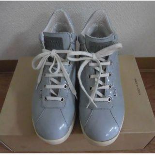 ルコライン エナメル 薄グレー色  38サイズ(24cmくらい)(スニーカー)