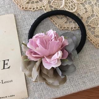 ローズピンクバラとアイスブルー、アンティークグレー紫陽花のヘアゴム(ヘアアクセサリー)