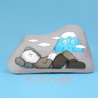 メディコムトイ(MEDICOM TOY)のKAWS:HOLIDAY JAPAN Cushion(クッション)