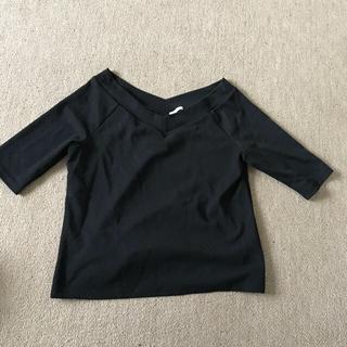 ジーユー(GU)の黒 トップス GU(カットソー(半袖/袖なし))