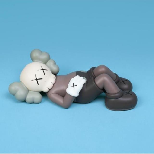 """KAWS HOLIDAY  9.5"""" Vinyl FiguresBROWN エンタメ/ホビーのおもちゃ/ぬいぐるみ(ぬいぐるみ)の商品写真"""