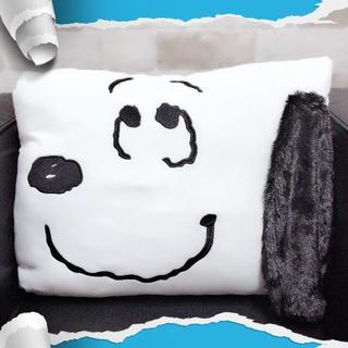 SNOOPY - 【新品】スヌーピー 耳つきマシュマロスクエアクッション〈B.スマイル〉(非売品)