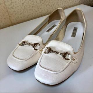 ダイアナ(DIANA)のDIANA  ローファー パンプス 白(ローファー/革靴)