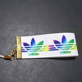 adidas キーホルダー 学生に大人気 アディダス