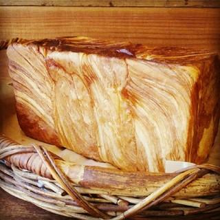 デニッシュ食パン2本(4斤分)発送は火曜~土曜で可能です。