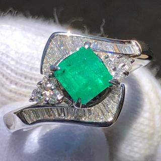 鮮やか! エメラルド ダイヤモンドリング pt900 プラチナ900 大特価!(リング(指輪))
