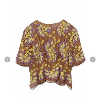 リリーブラウン(Lily Brown)のお花レーストップス(Tシャツ(半袖/袖なし))