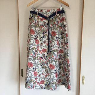 メルロー(merlot)の美品!メルロー 花柄フレアースカート ベルト付き(ロングスカート)