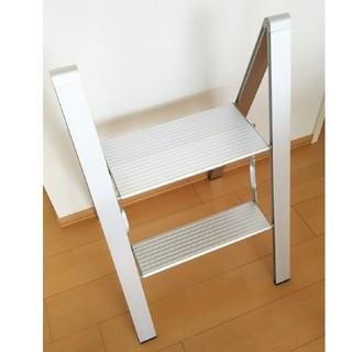 ムジルシリョウヒン(MUJI (無印良品))のアルミ製 スタイリッシュ 踏み台 折り畳み式(その他)
