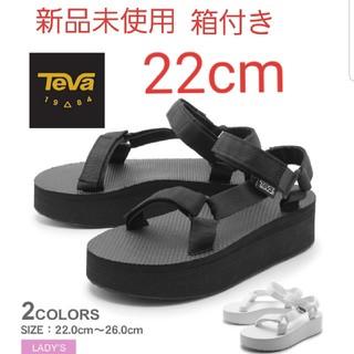 テバ(Teva)の新品★TEVA Flatform Universal 厚底 サンダル 22cm(サンダル)