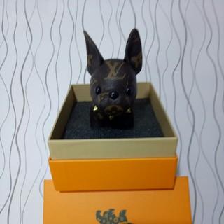 LOUIS VUITTON - 激売れ  LV   キーホルダー  ブラック    犬 正規品