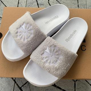 Reebok - 新品 リーボック シャワーサンダル 23㎝ プール サンダル 送料無料 タオル