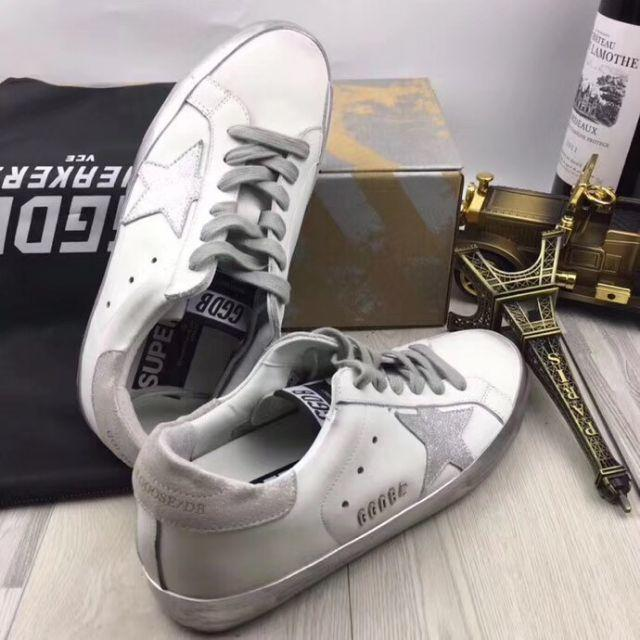 GOLDEN GOOSE(ゴールデングース)の最終値下げ GOLDEN GOOSEスニーカー ホワイト 星柄 23.5cm メンズの靴/シューズ(スニーカー)の商品写真