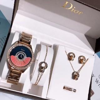 超人気新品Dior腕時計。