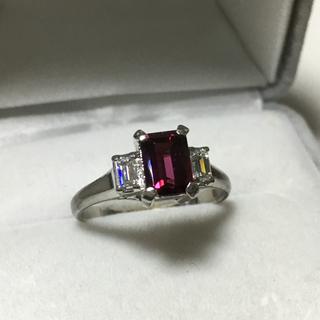 赤色 のスクエアストーンとダイヤモンドのプラチナ 昭和レトロなリング(リング(指輪))