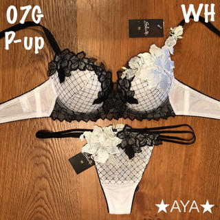 ワコール(Wacoal)の最新作 サルート 07 ホワイト P-upブラ&ソング (ブラ&ショーツセット)