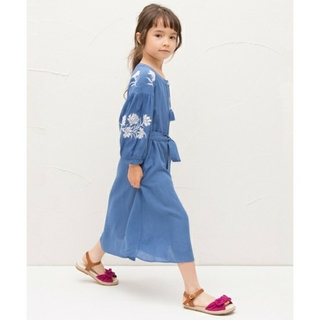 petit main - 未使用 花 刺繍入り前あき ワンピース