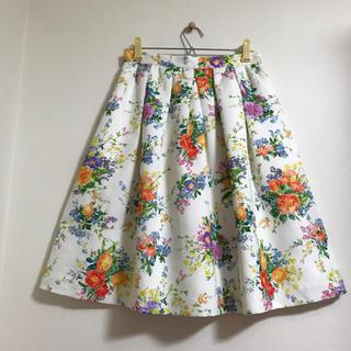 ティアラ(tiara)のTiara  お花柄フレアスカート  限定価格交渉承ります(ひざ丈スカート)