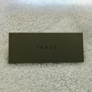 スリー(THREE)のTHREE プレスドアイブラウデュオ02(パウダーアイブロウ)
