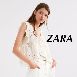 ザラ(ZARA)の新品 ZARA カットワーク刺繍入りブラウス 肩フリル L トップス (シャツ/ブラウス(半袖/袖なし))