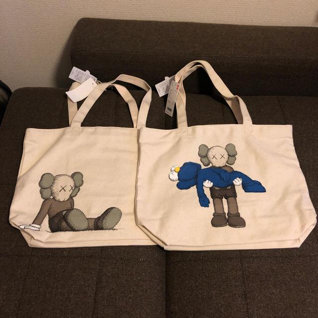 UNIQLO(ユニクロ)のKAWS UNIQLO トートバック 2枚セット メンズのバッグ(トートバッグ)の商品写真