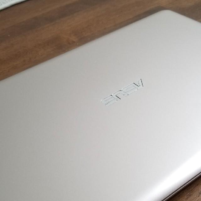 ASUS(エイスース)のASUS E200HA-8350 vivobook ゴールド スマホ/家電/カメラのPC/タブレット(ノートPC)の商品写真