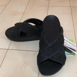 クロックス(crocs)のクロックス スローン エンべリッシュド Xストラップ⭐️お値下げ不可(サンダル)