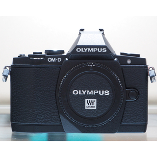 OLYMPUS - OLYMPUS OM-D E-M5ブラック  シャッター4057回 防塵防滴