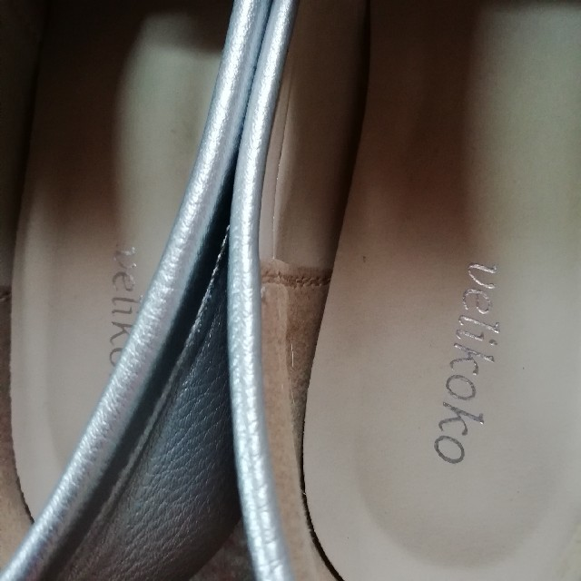 velikoko(ヴェリココ)のほぼ未使用 マルイ シルバーローファー レディースの靴/シューズ(ローファー/革靴)の商品写真