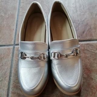 ヴェリココ(velikoko)のほぼ未使用 マルイ シルバーローファー(ローファー/革靴)