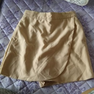 ケービーエフ(KBF)のアーバンリサーチ KBF巻きスカート風ショートパンツ ベージュ(ショートパンツ)