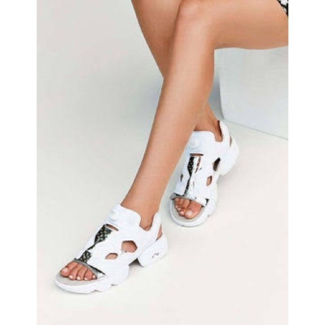 Reebok  インスタ ポンプフューリー サンダル レディースの靴/シューズ(サンダル)の商品写真