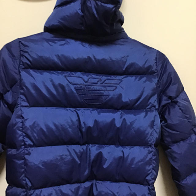 ARMANI JUNIOR(アルマーニ ジュニア)のアルマーニ ダウンジャケット8A キッズ/ベビー/マタニティのキッズ服 男の子用(90cm~)(ジャケット/上着)の商品写真