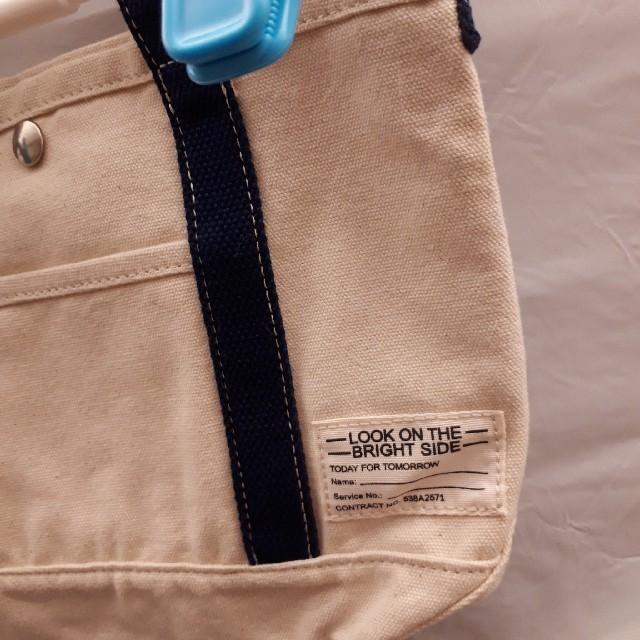 GU(ジーユー)のGU キャンバス ショルダーバッグ レディースのバッグ(ショルダーバッグ)の商品写真