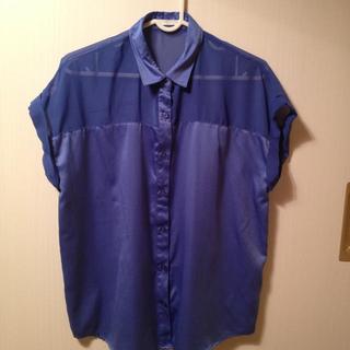 ジーユー(GU)のブルーブラウス(シャツ/ブラウス(半袖/袖なし))