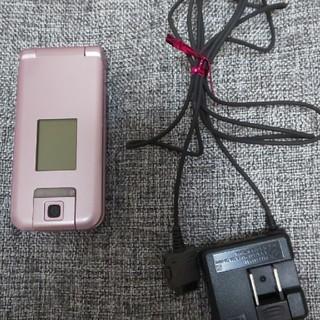エヌティティドコモ(NTTdocomo)のドコモらくらくフォンガラケー(携帯電話本体)