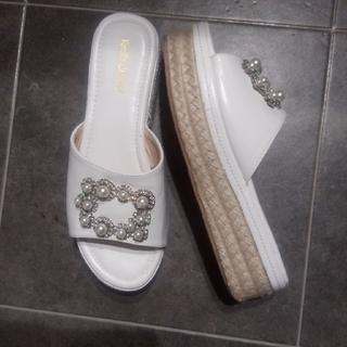 白sandal(サンダル)
