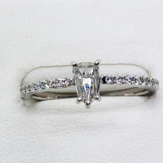 Pt900 ダイヤモンド リング 中石D:0.233ct サイドD:0.16ct(リング(指輪))