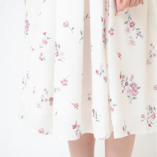 リズリサ(LIZ LISA)の【在庫処分実施中!】ノスタルジックフラワースカート LIZ LISA 新品未使用(ひざ丈スカート)