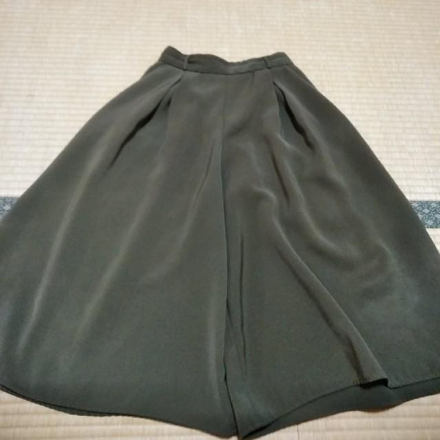 GU(ジーユー)のGUガウチョパンツSカーキ色221-270388 レディースのパンツ(キュロット)の商品写真