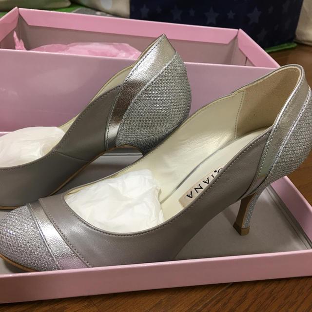DIANA(ダイアナ)の美品 ダイアナ シルバーパンプス 21.5cm レディースの靴/シューズ(ハイヒール/パンプス)の商品写真